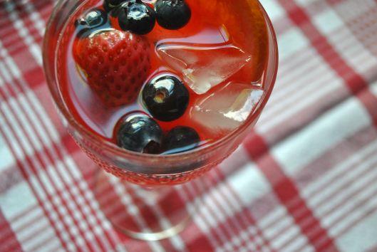 sparkling berry sangria
