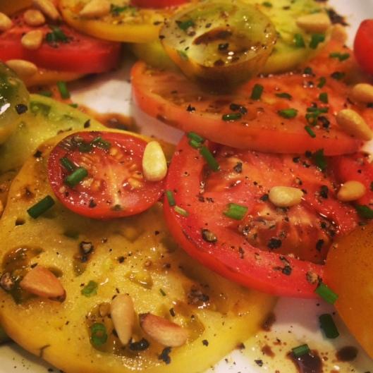 tomato gorgonzola salad