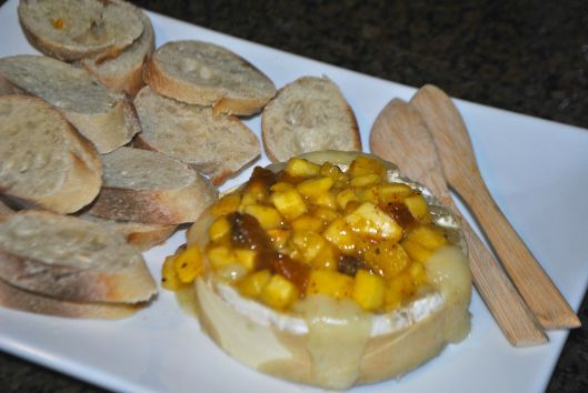 baked brie with peach jezebel sauce