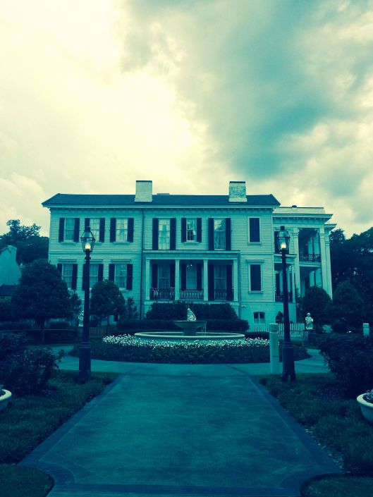 the approach to Nottoway Plantation