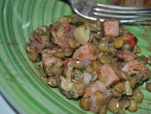 green lentil salad with bacon and ham