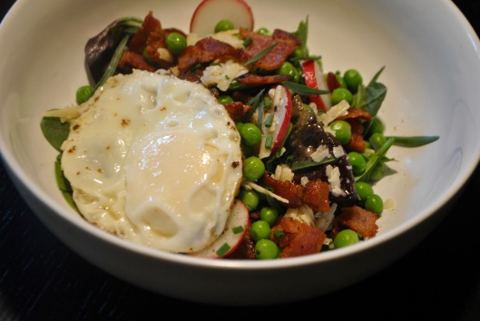 salad with parmesan, peas, egg and bacon